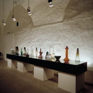 Personaalnäitus Eesti Tarbekunstimuuseumis 1992, kujundus T. Tammelaan, foto B. Mäemets